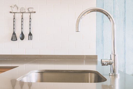Faucet sink at kitchen
